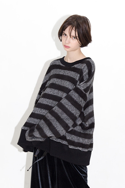 OVERSIZE STRIPE SWEATER (BLACK)