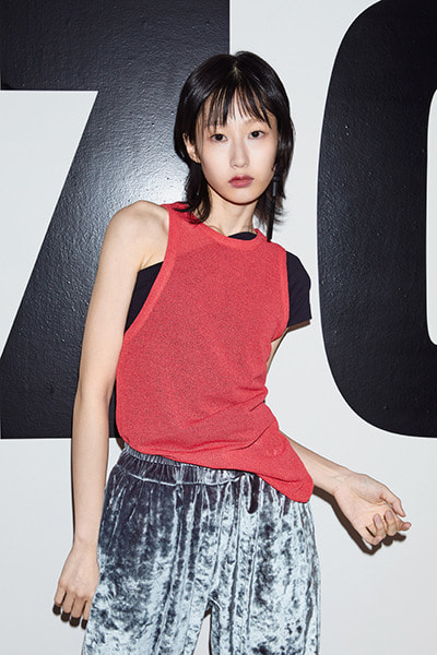 ASYMMETRIC SLEEVELESS (CHERRY RED)