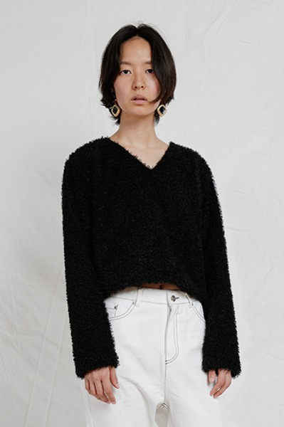 V NECK FAUX FUR SWEATER (BLACK)